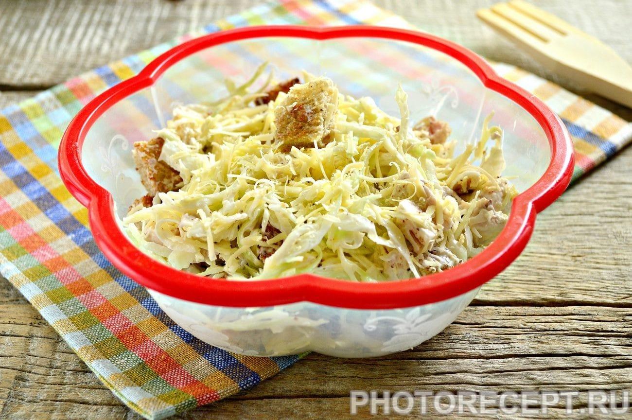 Простой салат Цезарь с белокочанной капустой