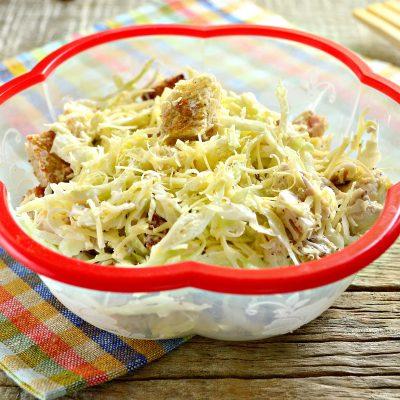 Простой салат Цезарь с белокочанной капустой - рецепт с фото