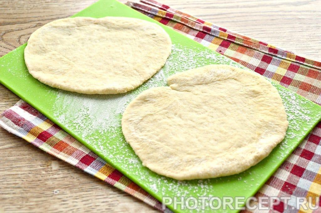 Фото рецепта - Жареные пирожки с капустой - шаг 9