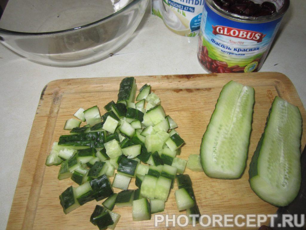 Фото рецепта - Салат с красной консервированной фасолью - шаг 2
