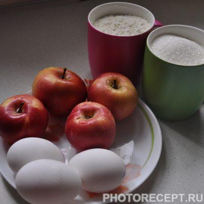 Фото рецепта - Глазированная шарлотка с яблоками - шаг 1