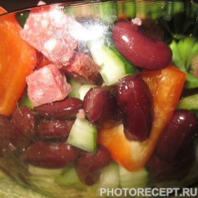 Фото рецепта - Салат с красной консервированной фасолью - шаг 5