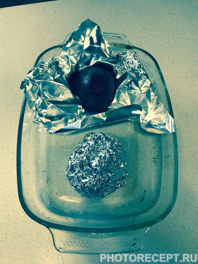 Фото рецепта - Салат из запеченной свеклы с кунжутом - шаг 1