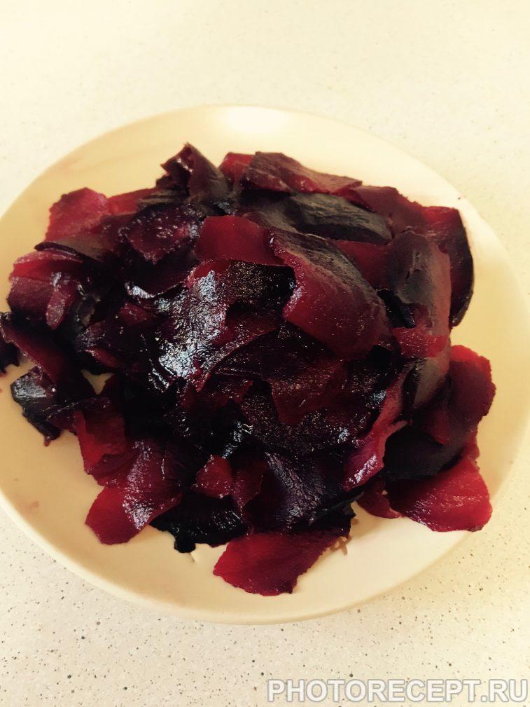 Фото рецепта - Салат из запеченной свеклы с кунжутом - шаг 3
