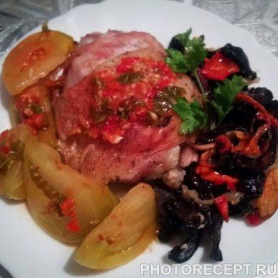 Фото рецепта - Запеченные куриные окорочка с грибочками в сметане - шаг 5
