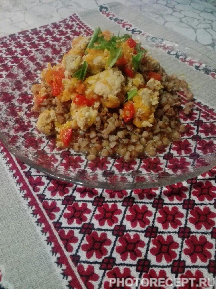 Фото рецепта - Гречневая каша с мясным соусом из фарша - шаг 8