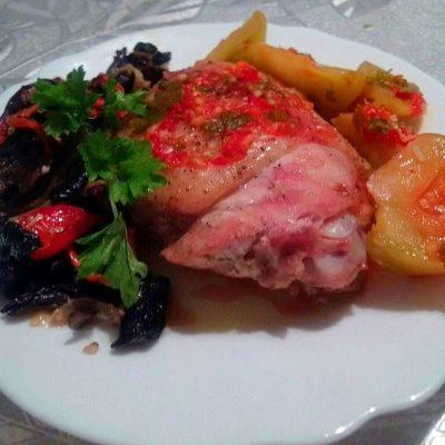 Запеченные куриные окорочка с грибочками в сметане - рецепт с фото