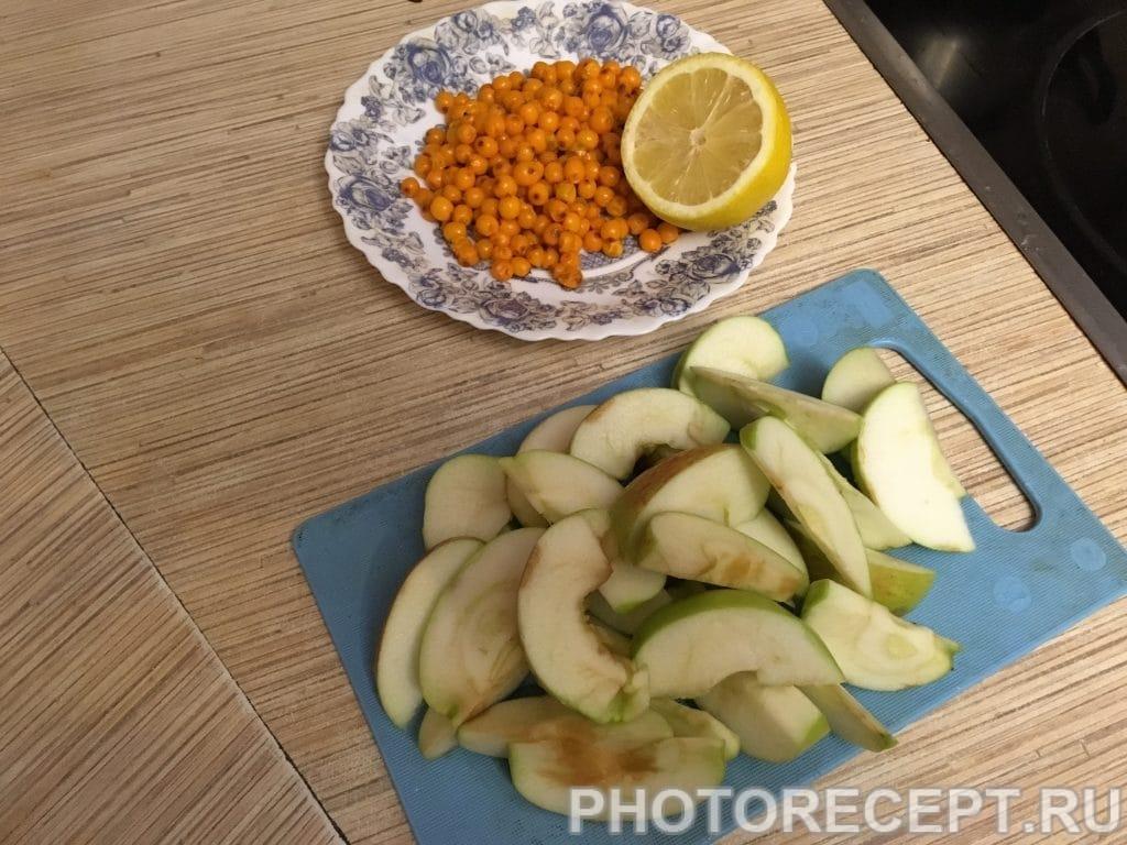 Фото рецепта - Компот из яблок и облепихи - шаг 2