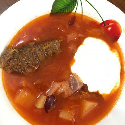 Борщ с фасолью – сытный суп с мужским характером - рецепт с фото