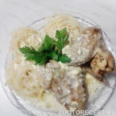 Курочка в сливочно-чесночном соусе - рецепт с фото