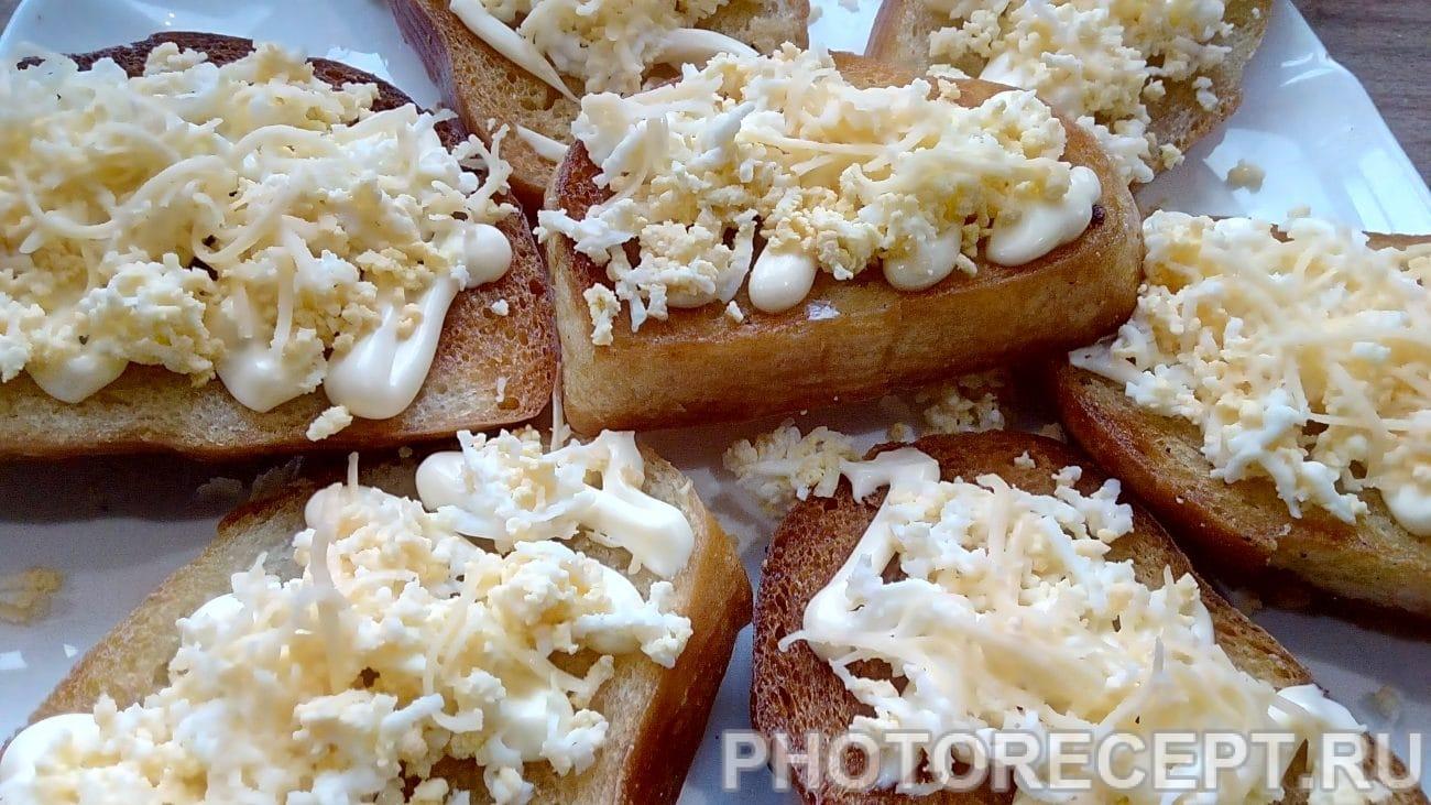 Ароматные бутерброды на  чесночных гренках