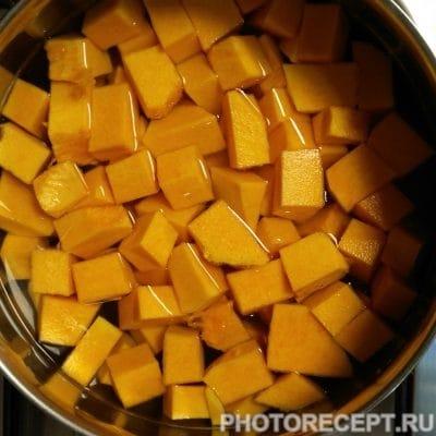 Фото рецепта - Суп пюре из тыквы с плавленным сыром и сливками - шаг 2