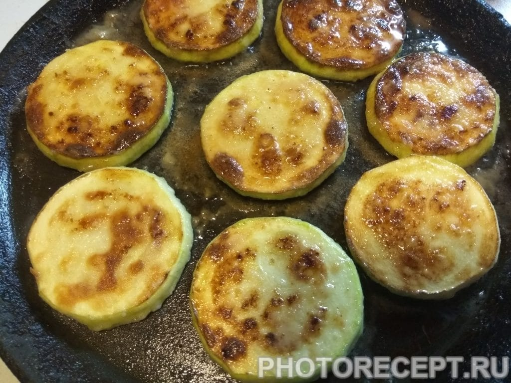 Фото рецепта - Горячая закуска из кабачков - шаг 7