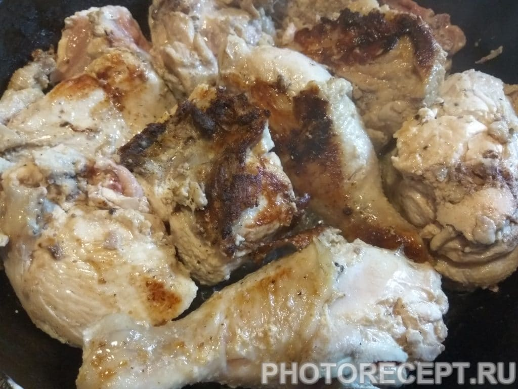 Фото рецепта - Курица жареная на сковороде - шаг 11