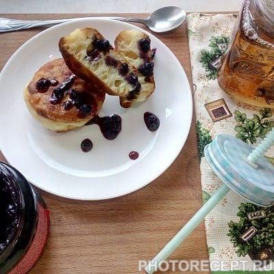 Оладьи с черничным конфитюром - рецепт с фото