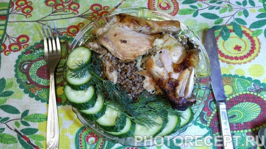 Фото рецепта - Курица фаршированная гречневой кашей - шаг 6