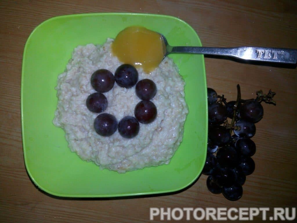 Фото рецепта - Овсяная каша с виноградом - шаг 4
