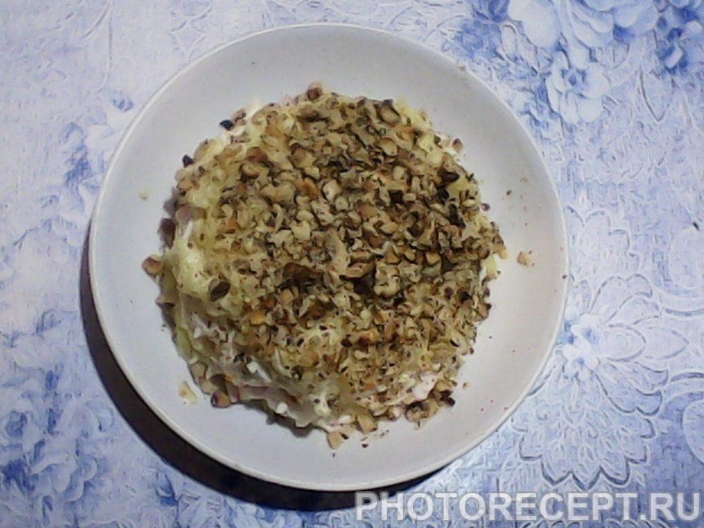 Фото рецепта - Нежный салат с крабовыми палочками и картофелем - шаг 9