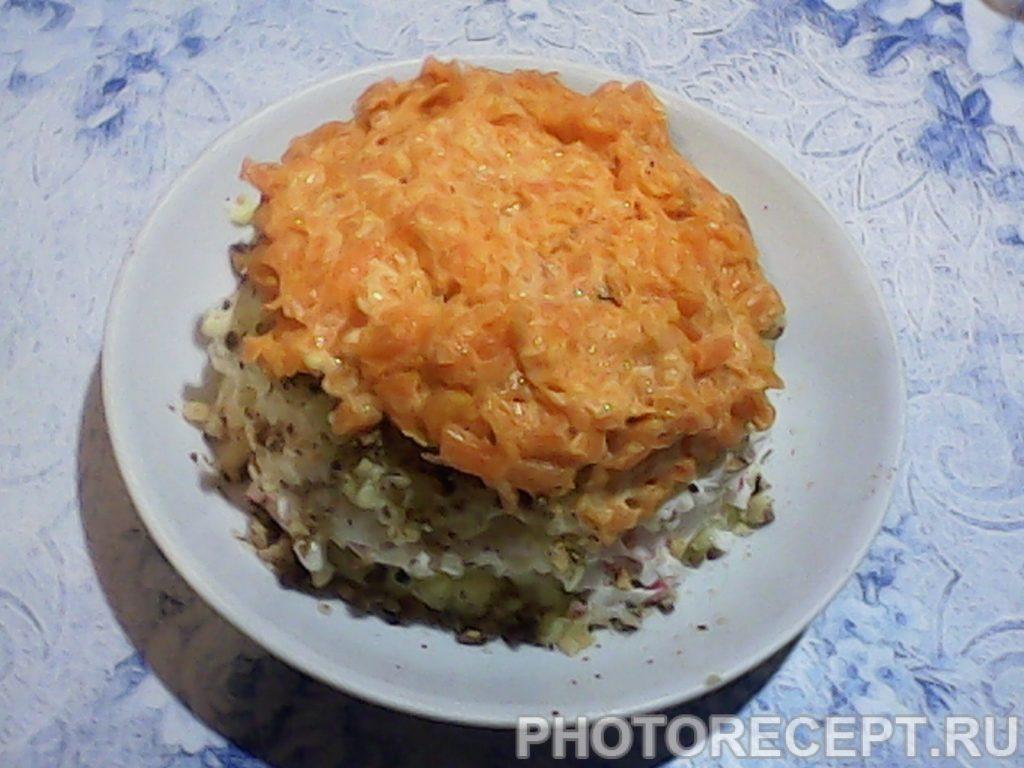 Фото рецепта - Нежный салат с крабовыми палочками и картофелем - шаг 10
