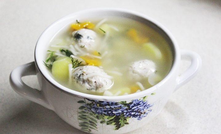 Суп с нежными куриными фрикадельками