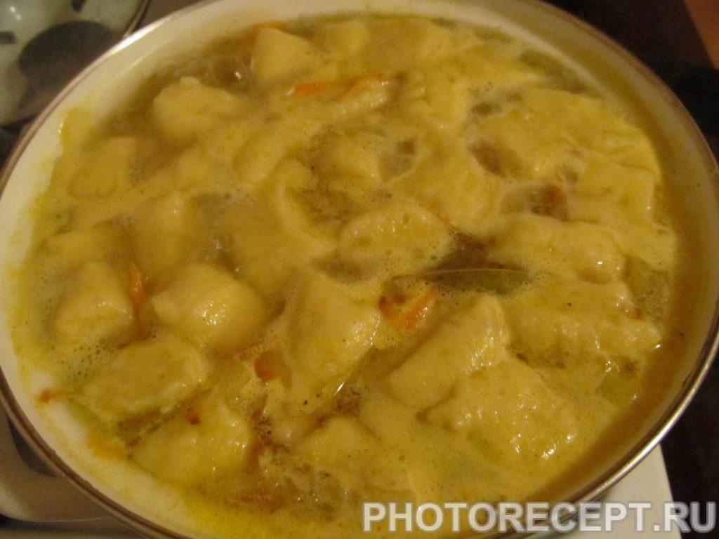 Фото рецепта - Куриный суп с картофельными клецками - шаг 10