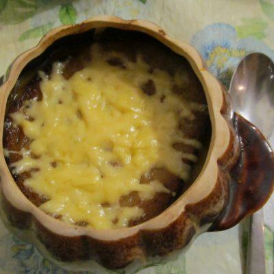 Классический луковый суп в горшочках - рецепт с фото