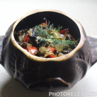 Мясо в горшочках с ароматной заправкой - рецепт с фото