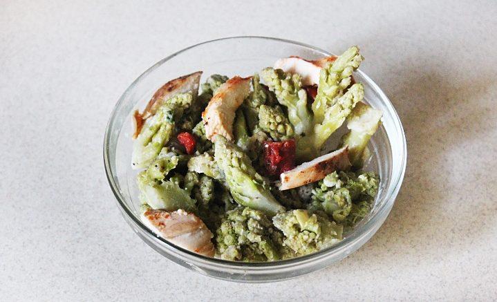 Горячий салат из капусты романеско