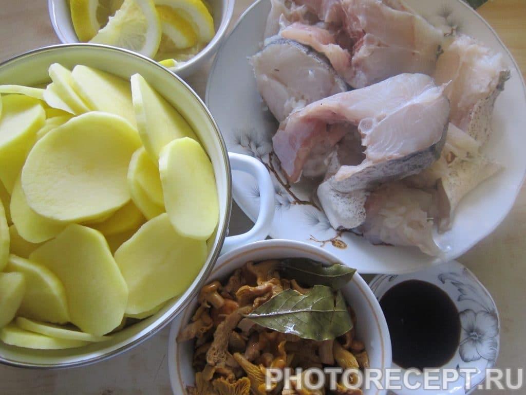 Фото рецепта - Запечённый в фольге минтай с картофелем и грибами - шаг 3