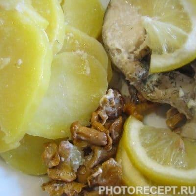 Фото рецепта - Запечённый в фольге минтай с картофелем и грибами - шаг 9