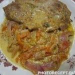 Тушённое мясо с овощами на сковороде