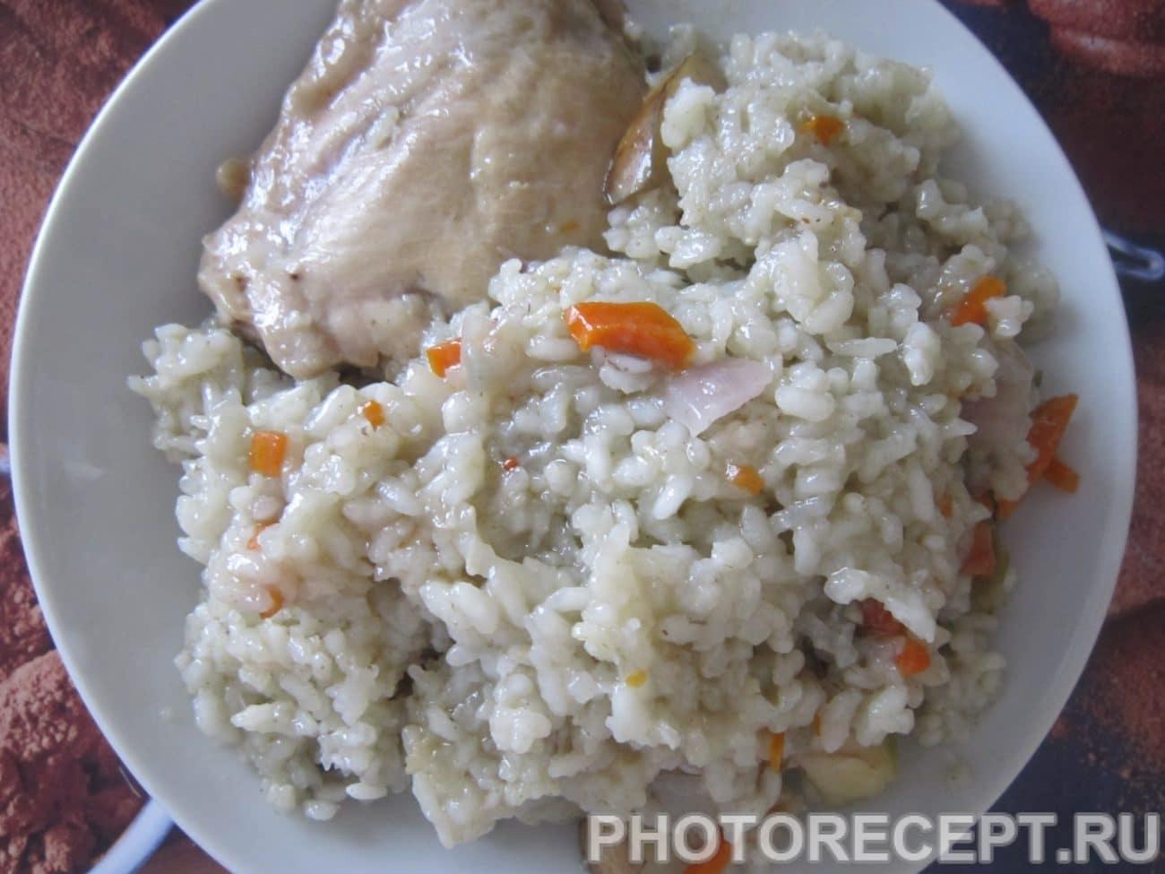 Куриные бёдрышки с рисом, грушей и яблоком