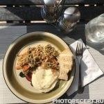Толченая картошка и тушеная капуста с говядиной