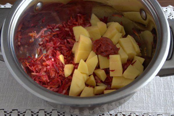 Фото рецепта - Борщ без капусты с корнеплодами и щавелем - шаг 3