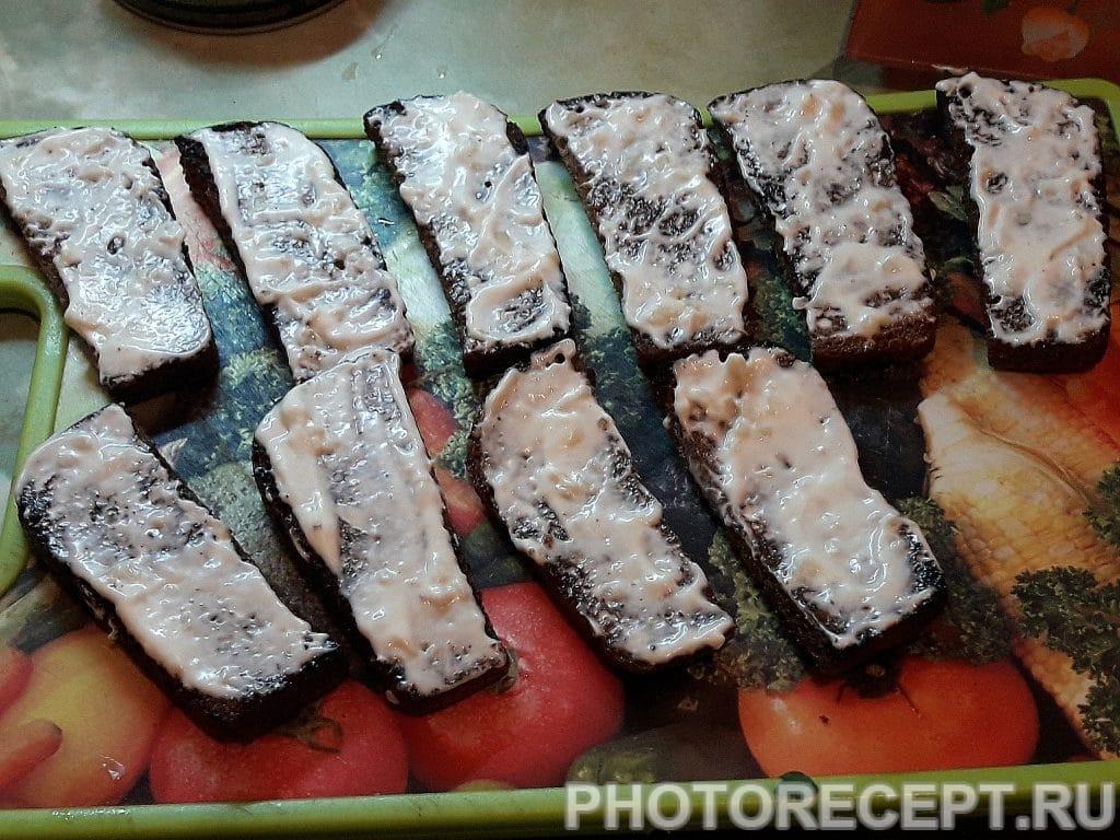 Фото рецепта - Закусочные бутерброды со шпротами - шаг 5