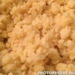 Фото рецепта - Жареные пирожки с картошкой и капустой - шаг 5