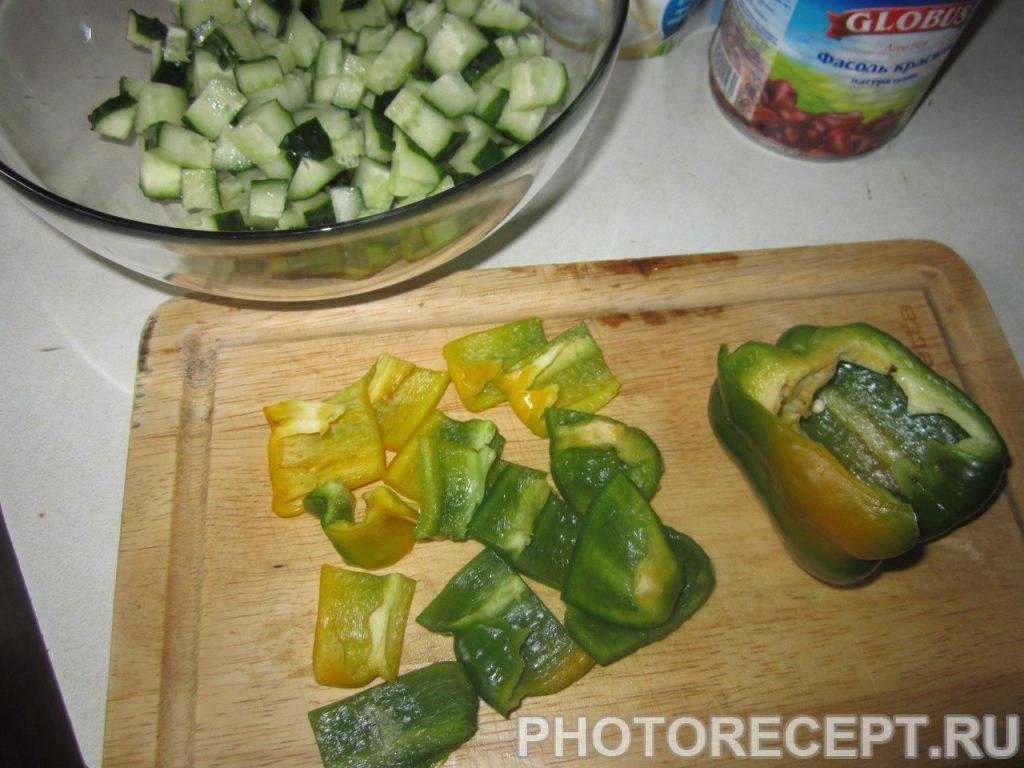 Фото рецепта - Салат с красной консервированной фасолью - шаг 3