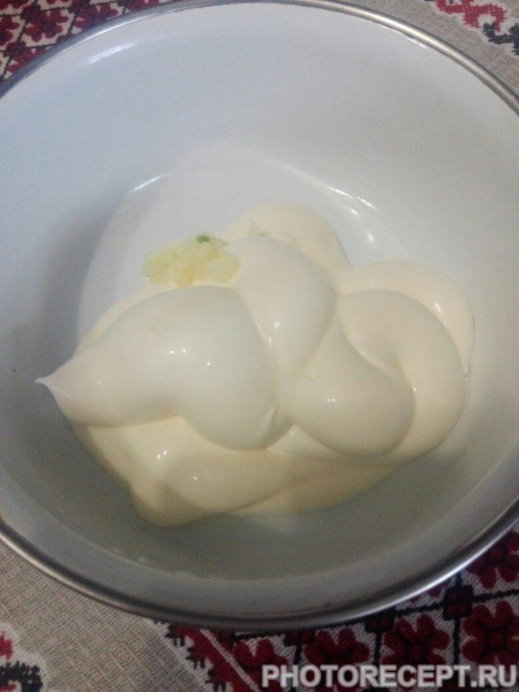 Фото рецепта - Крабовичек с чесночной заправкой - шаг 6