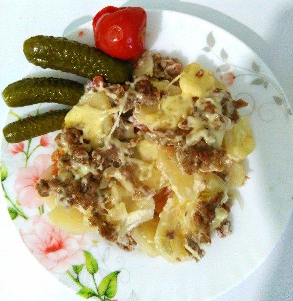 Запеканка картофельная с фаршем и помидорами