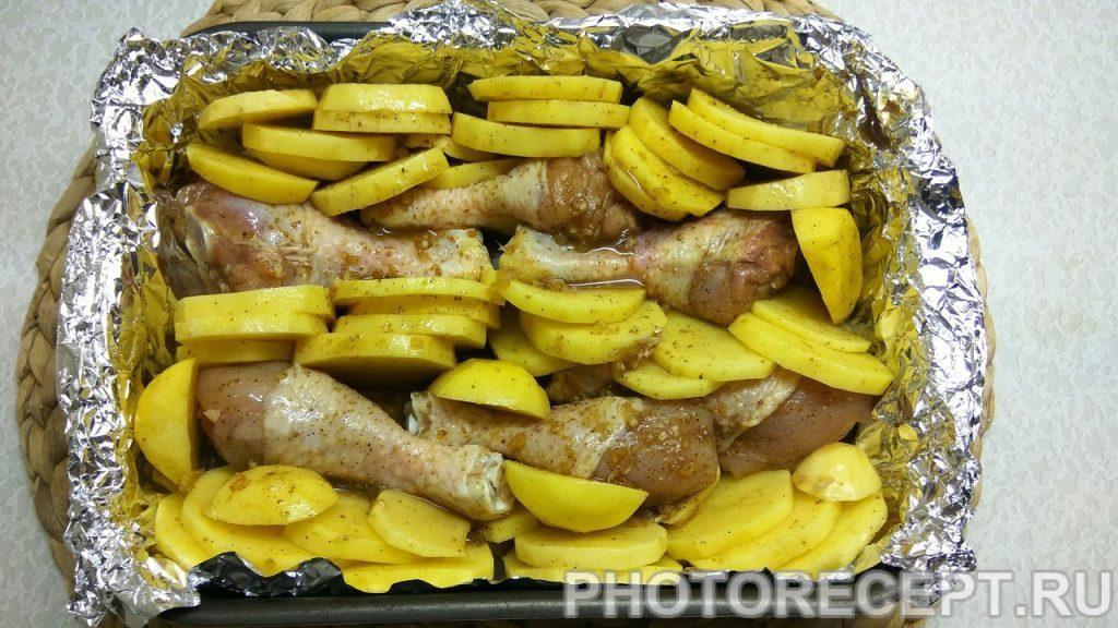 Фото рецепта - Ароматная курица с картошкой в духовке - шаг 4