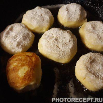 Фото рецепта - Жаренные картофельные котлеты - шаг 5