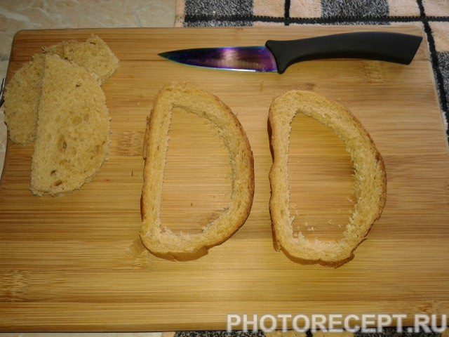 Фото рецепта - Яичница в кусочках хлеба - шаг 3