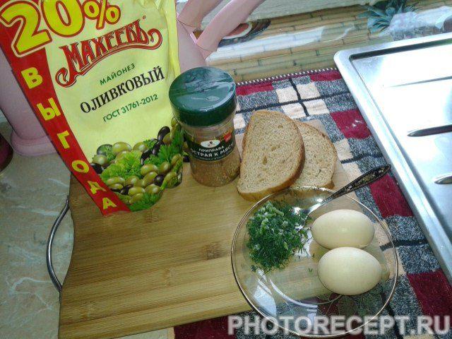 Фото рецепта - Яичница в кусочках хлеба - шаг 1