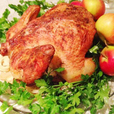 Запеченная курица с золотистой корочкой к праздничному столу - рецепт с фото