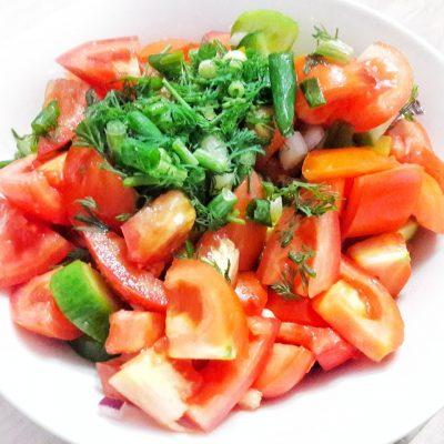 Салат из помидоров, огурцов и перца - рецепт с фото