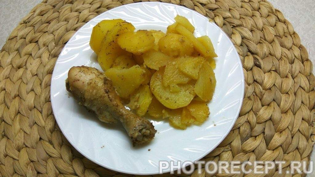 Фото рецепта - Ароматная курица с картошкой в духовке - шаг 6