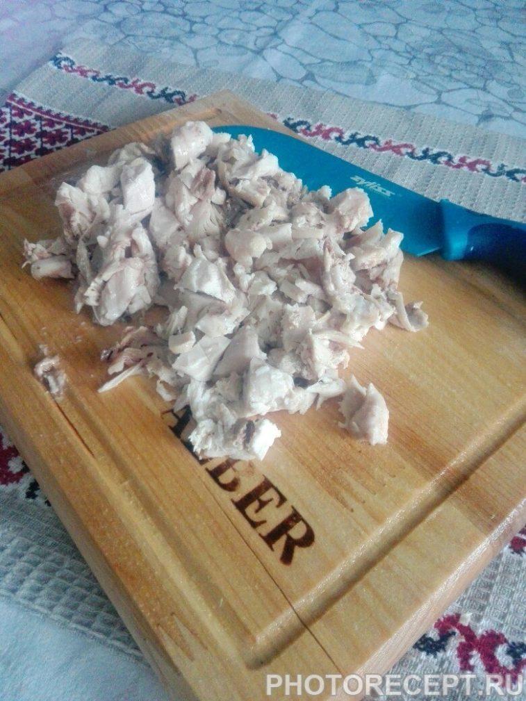 Фото рецепта - Теплый салат с грибами и курицей - шаг 4