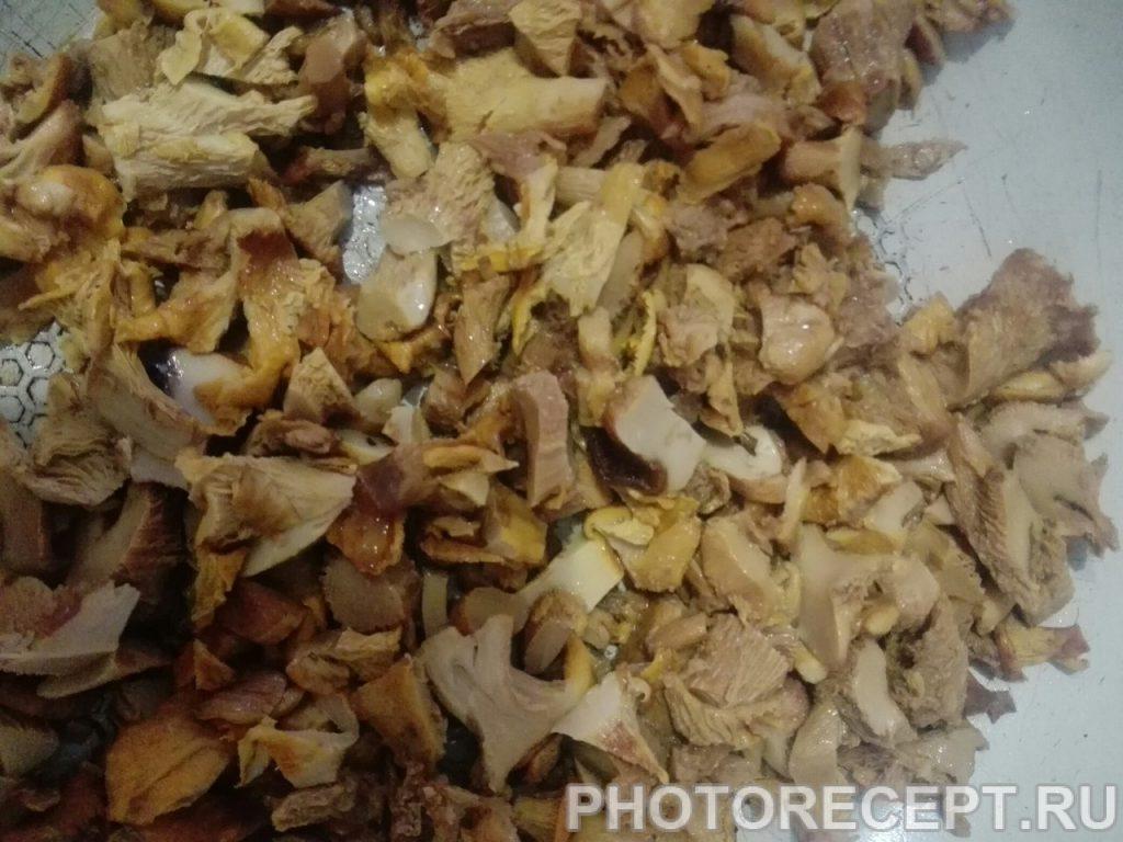 Фото рецепта - Теплый салат с грибами и курицей - шаг 2