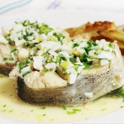 Отварная рыба по-польски - рецепт с фото