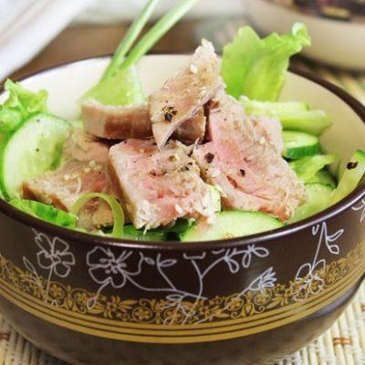 Рыбный салат с огурцами и тунцом - рецепт с фото